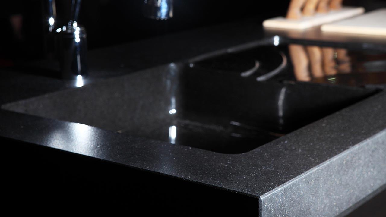 Piano Cucina In Granito Nero Assoluto Massello Scalvinimarmi