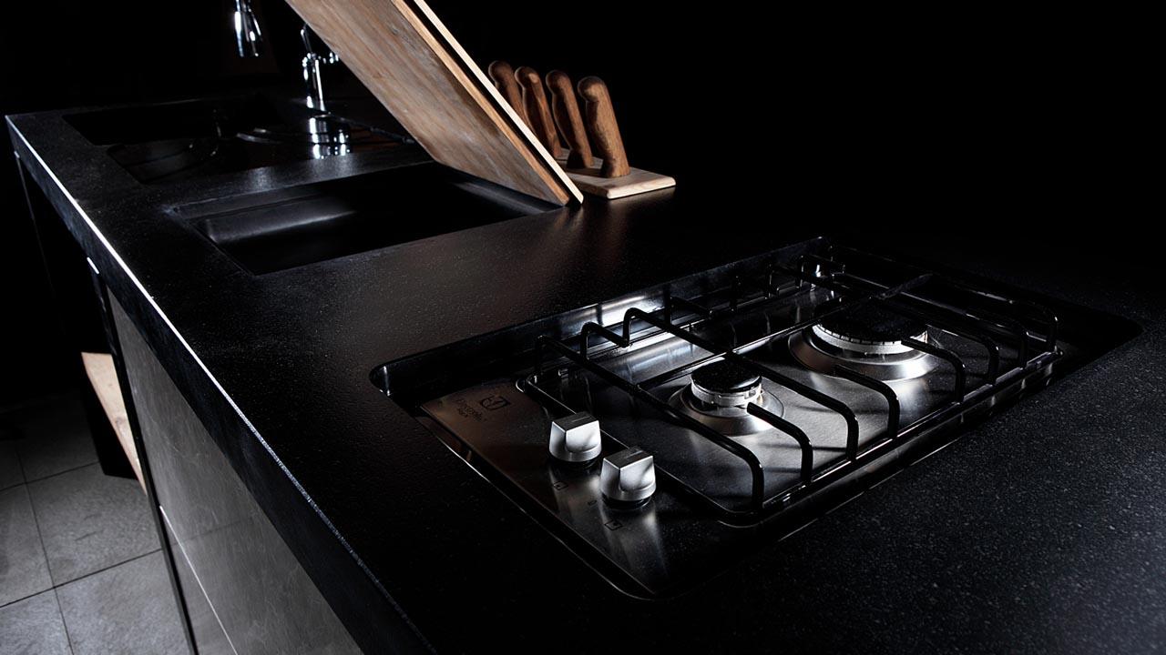 Piano cucina in granito nero assoluto massello scalvinimarmi - Piano cucina in granito ...
